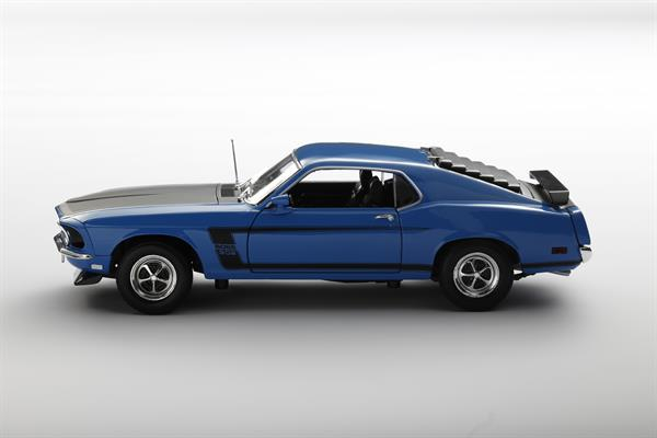 Welly_1969_Ford_Mustang_blau_118_2.jpg