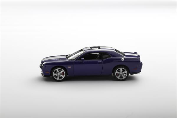 Welly_Dodge_Challenger_SRT_violett_124_2.jpg