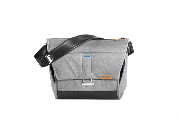 Peak_Design_Everyday_Messenger_15_Asch_front.png